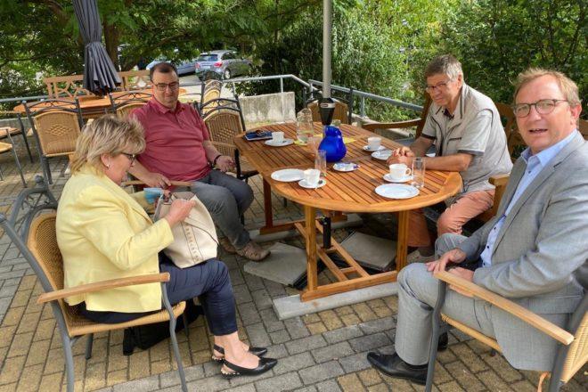Ein Gespräch mit Landrat Bauer am 24.8. erfolgte zur Leichten Sprache im Salzlandkreis und zum Ringheiligtum unter dem Aspekt der Barrierefreiheit erfolgte.